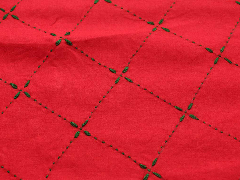 Medium Size Nakshi Khatha- Red & Green